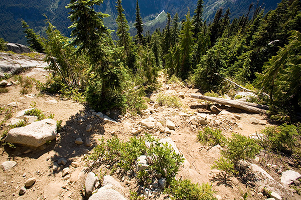 The rocky trail to Tuck and Robin Lakes